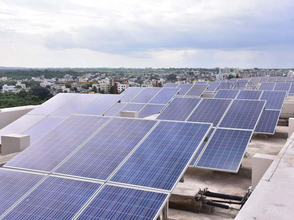 A Complete Guide for Installing Commercial Solar Panels