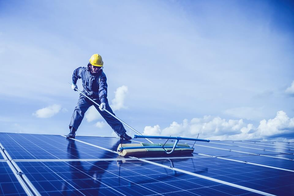 A Complete Guide to Clean and Improve the Efficiency of Solar Panels